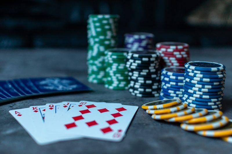 Jak vybrat karty na poker